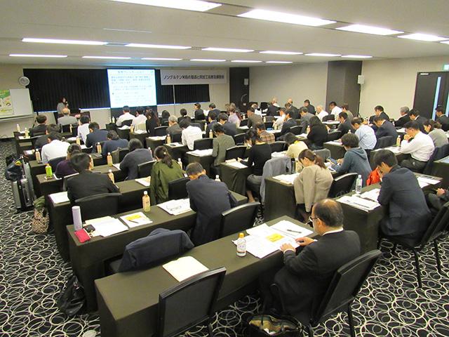 写真②=西日本を中心に65名参加した大阪会場の講習会(10月29日、TKPガーデンシティ新大阪)